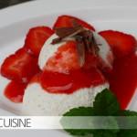 Ein Sommerdessert: Joghurtmousse mit Erdbeeren