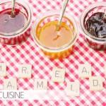 Den Sommer einfach einpacken in dreierlei Marmelade: Kirsch, Heidelbeer und Aprikose, lecker verfeinert!