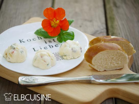 ELBCUISINE_blueten_butter_mitBrot