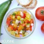 Bunter frischer Sommer-Salat für heiße Temperaturen