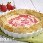 Crispy Strawberry-Cheesecake mit Swirl – köstliche Tarte zum Start der Erdbeersaison!