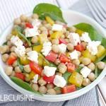 Veggie-Alarm – köstlicher Kichererbsensalat mit Feta